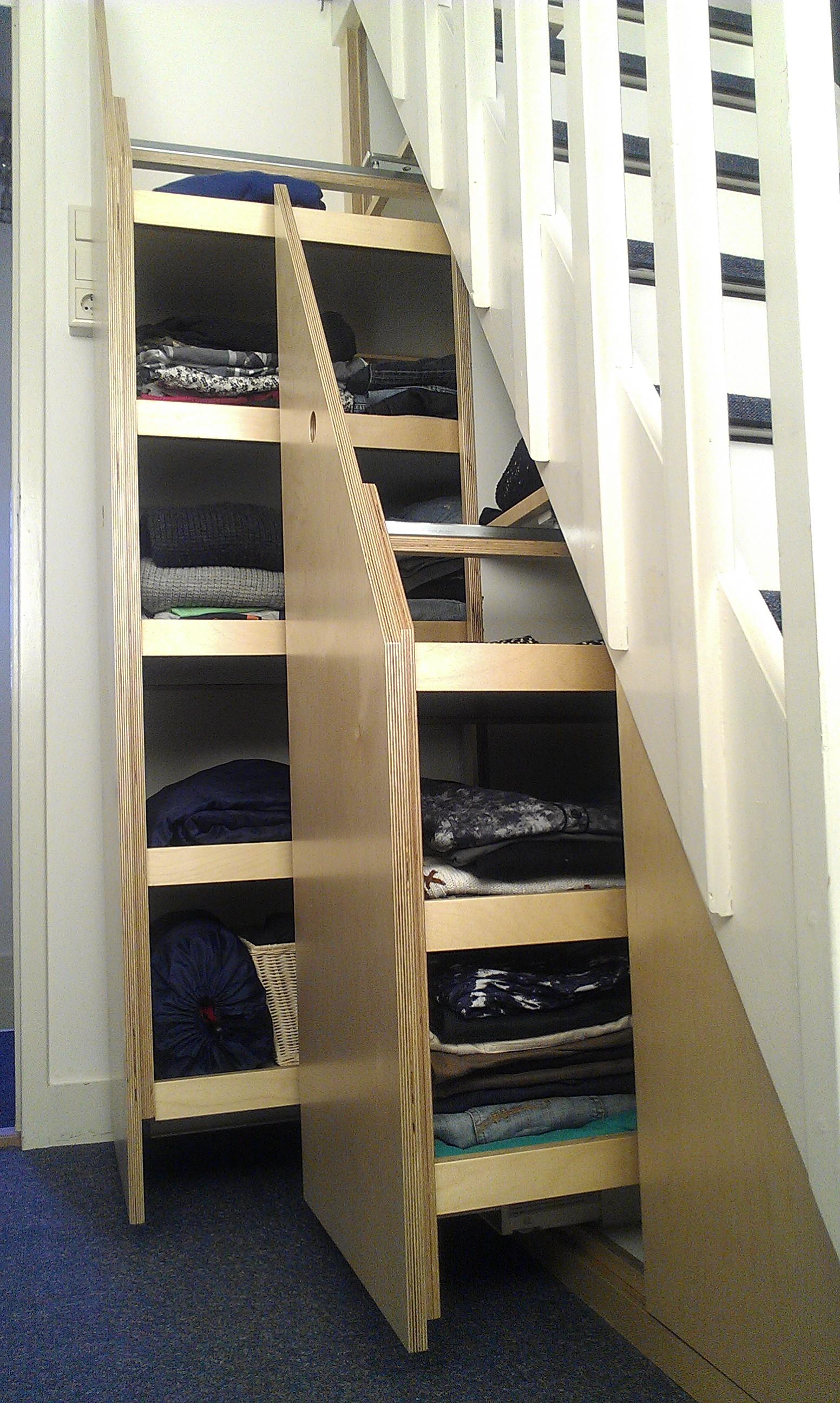 Kast onder trap bert weitering - De trap van de bistro ...