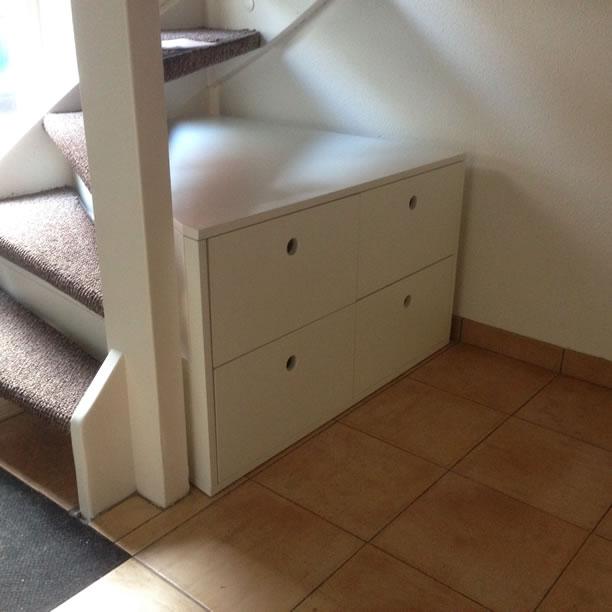 Schoenenkast onder trap